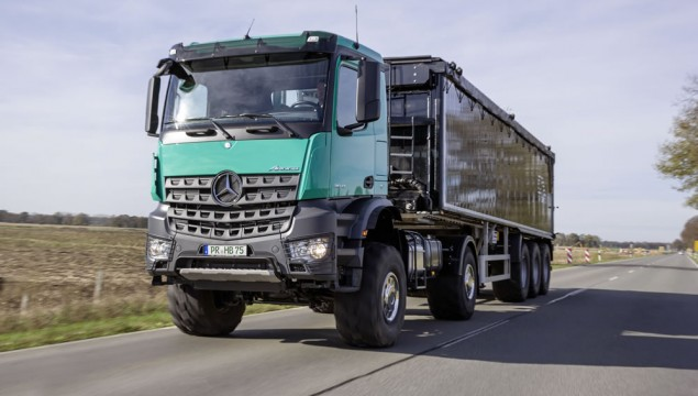The Mercedes-Benz Arocs with agricultural equipment is a vehicle that has been especially converted according to customer's requests to be fitted for agricultural use. The tractor Arocs 2042AS – 210 kW (286 hp) - has permanent all wheel drive and is equipped with an engine power take-off for hydraulic connection.