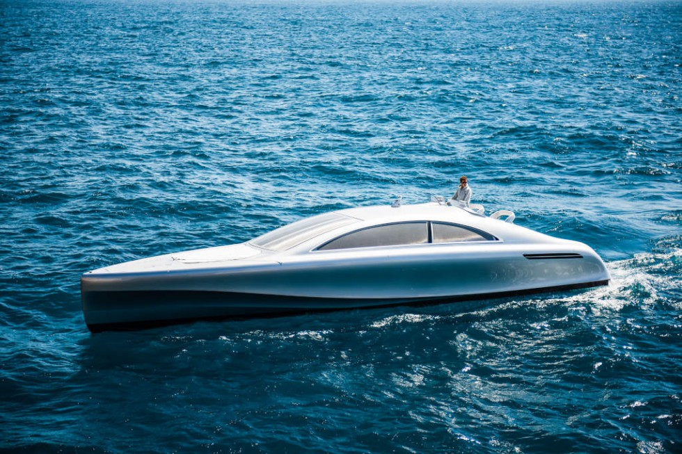 "World premiere on the Côte d'Azur: The luxury motor yacht ""Arrow460–Granturismo"" designed by Mercedes-Benz Style has embarked on its maiden voyage off the coast of Nice."