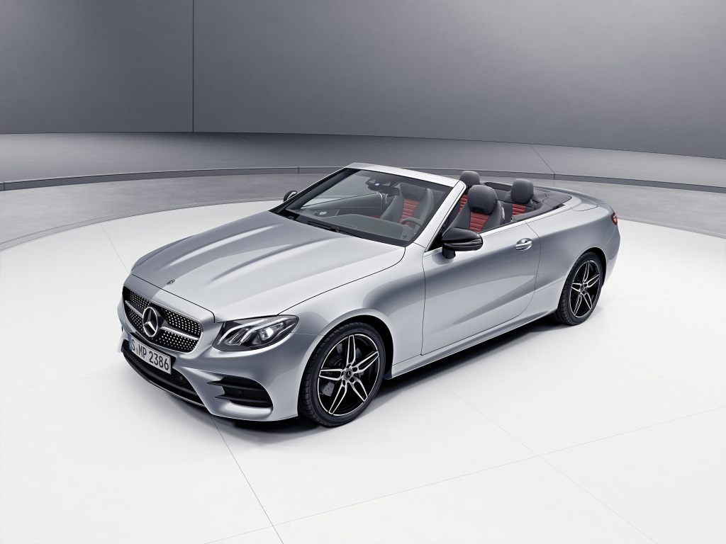 Mercedes-Benz E-Class Cabriolet; Exterior: diamond siver, night package, AMG line exterior; Interior: Two-tone leather classic red / black