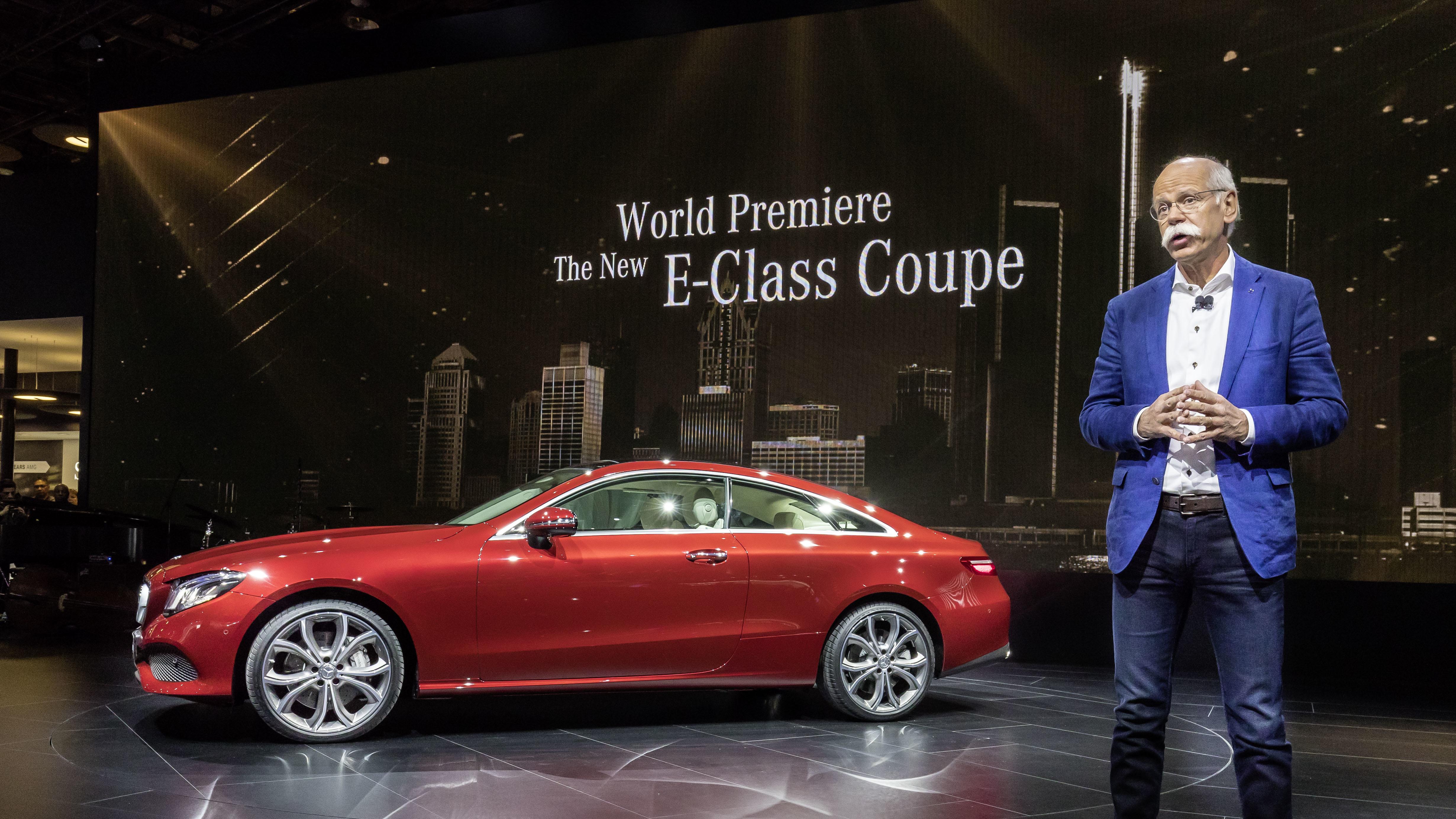 Dr. Dieter Zetsche, Vorstandsvorsitzender der Daimler AG und Leiter Mercedes-Benz Cars auf der Mercedes-Benz Pressekonferenz in Detroit mit dem neuen E-Klasse Coupe.