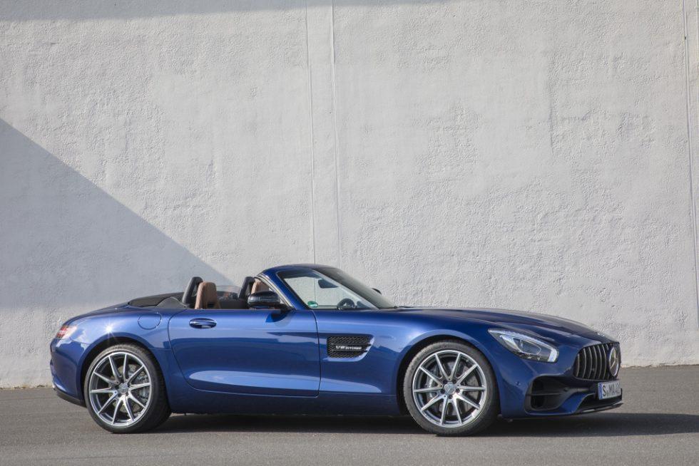 Mercedes-AMG GT Roadster, brilliant blue metallic