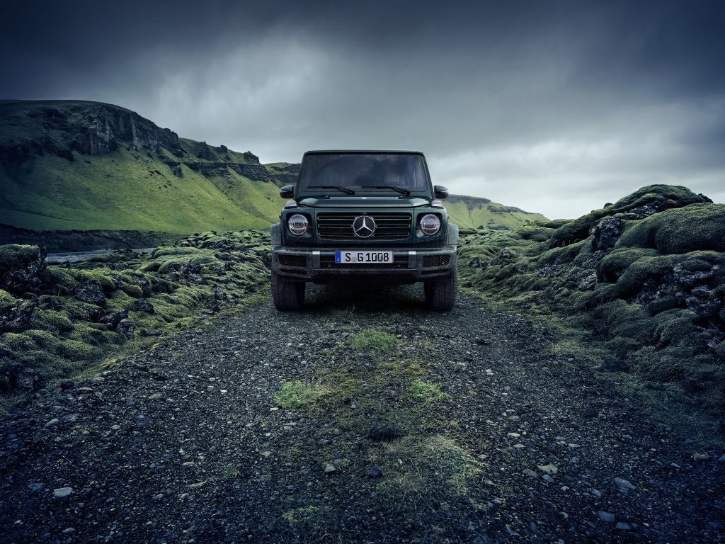 "The global campaign ""Stronger Than Time"" is accompanied by impressive motifs in the classic media. Impressive pictures and films show the product highlights of the new G-Class online and offline."