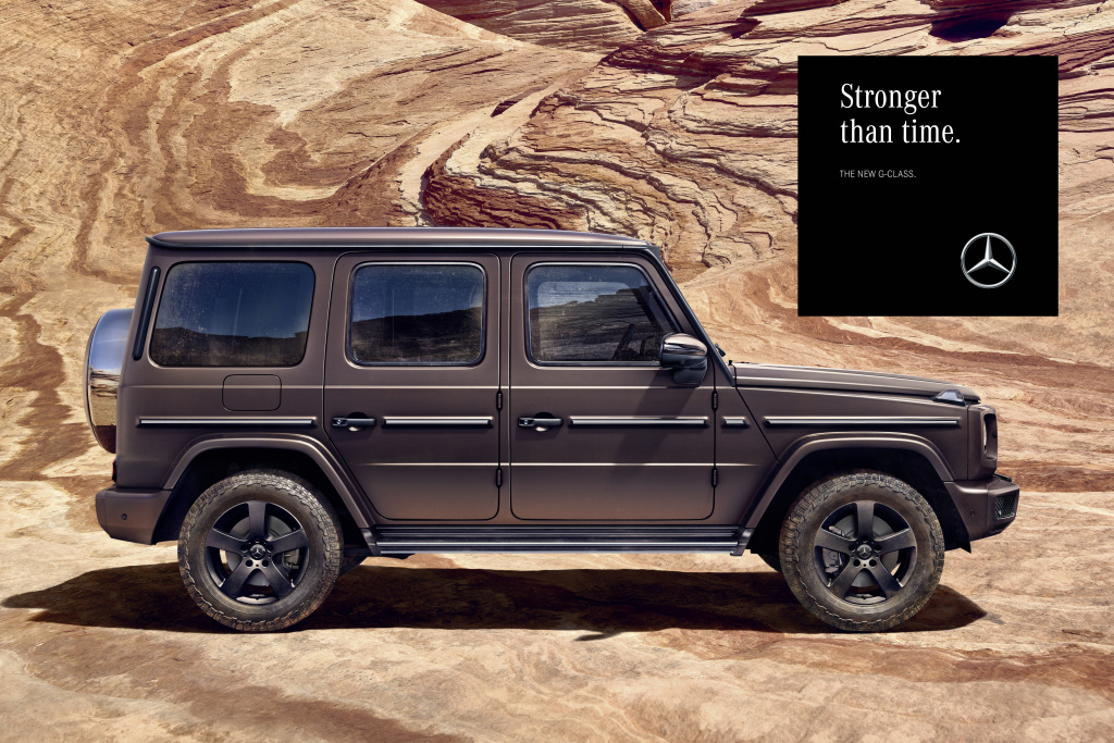 """The tonality of the campaign reflects the character of the off-road legends: strong messages in impressive visual worlds. Here is an ad motif from the """"Amber Rock"""" world."""