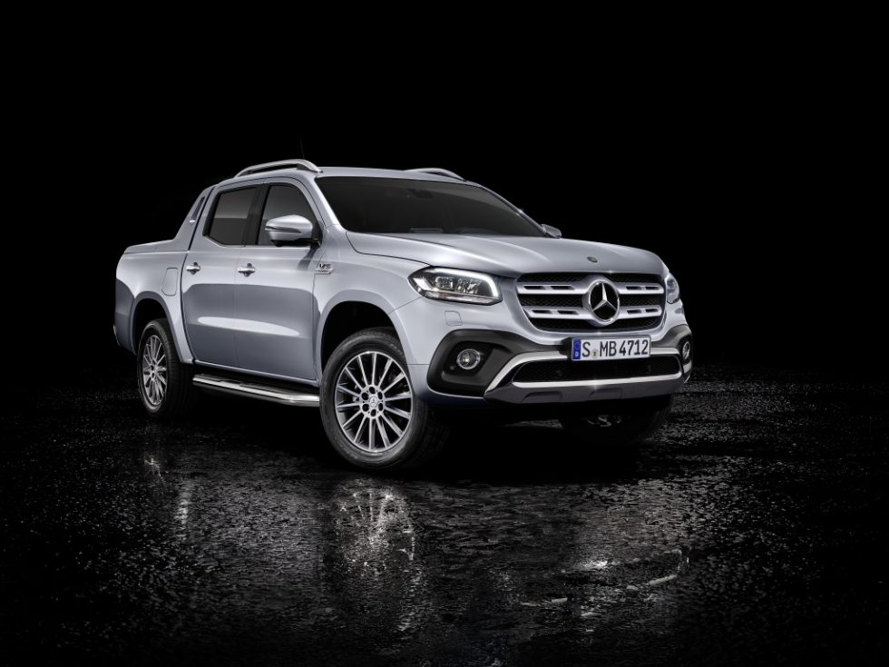 At the Geneva Motor Show in early March, the Mercedes-Benz X-Class with powerful six-cylinder engine and 4MATIC permanent all-wheel drive will celebrate its world premiere. Mercedes-Benz X 350 d 4MATIC, Exterior, diamond silver metallic, equipment line POWER, Rollcover black, Sports Bar;Provisional figures: fuel consumption combined: 9.0 l/100 km, combined CO2 emissions: 237 g/km*