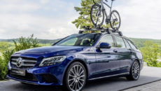Mercedes-Benz Style Endurance Bike from Argon 18 for Mercedes-Benz; Basis Carrier and Bicycle Carrier new Alu-style; C-Class C 220 D Station Wagon;Fuel consumption combined: 5,1- 4,8 l/100 km; Combined CO2 emissions: 136-126 g/km*