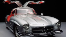 "The Mercedes-Benz 300 SL ""Gullwing"" (model series W 198 I, 1954 to 1957). Some key facts and figures: in-line six-cylinder engine developing 158 kW, petrol direct injection, lattice frame, top speed up to 260 km/h, units produced: 1400"