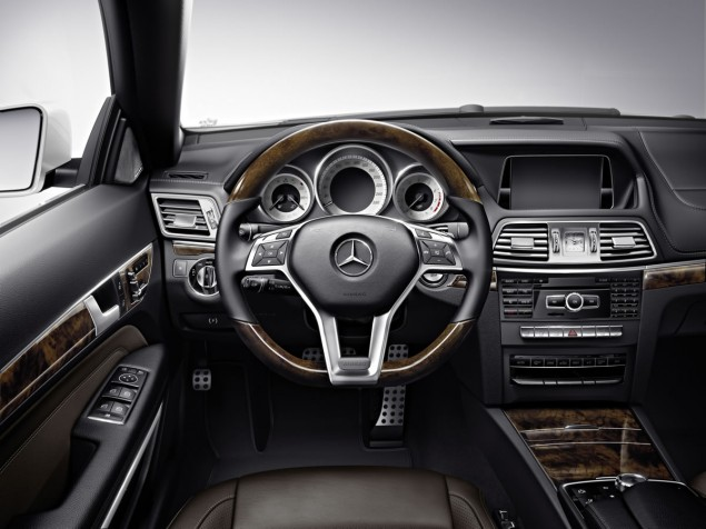 2014 E-Class Cabriolet Interior center console