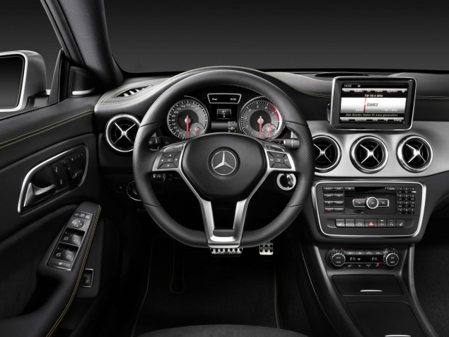 2014 Mercedes-Benz CLA 250 interior steering wheel