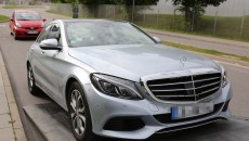 2015-Mercedes-C-Class-hybrid-10