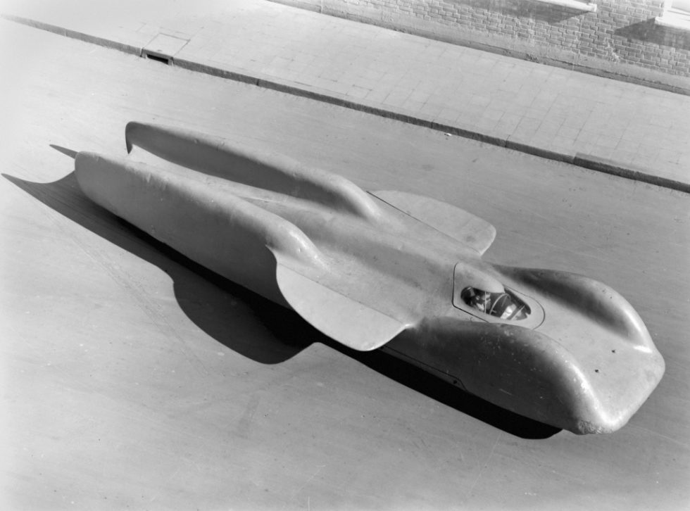 Mercedes-Benz T 80 world record project vehicle, overall view with mounted body. Photo from 1953.