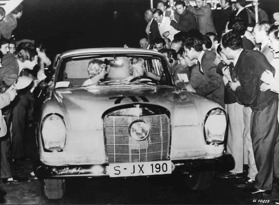 November 1962. Ewy Rosqvist / Ursula Wirth, wins the Grand Prix from Argentina on Mercedes-Benz (type 220 SEb W 111.)