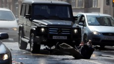 In A Good Day to Die Hard, Mercedes-Benz models litter the streets of Moscow. The most impressive chase scene includes 3 Mercedes G-Classes, 4 Sprinters and 3 Unimogs. While Bruce Willis managed to survive unscathed, most of the Mercedes did not.