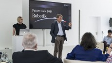 Martina Mara (l.) and Prof. Dr. Herbert Kohler at the Mercedes-Benz Future Talk Robotics
