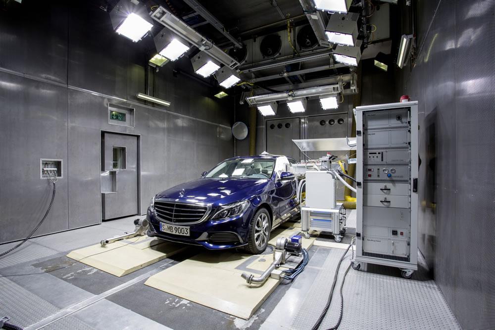 Mercedes-Benz-C-Class-14C206_01
