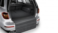 concertina loading edge protection, protects the area at the rear of the vehicle when loading and protects clothing against dirt on the vehicle. Practical Velcro fastener on the shallow boot tub or reversible mat possible