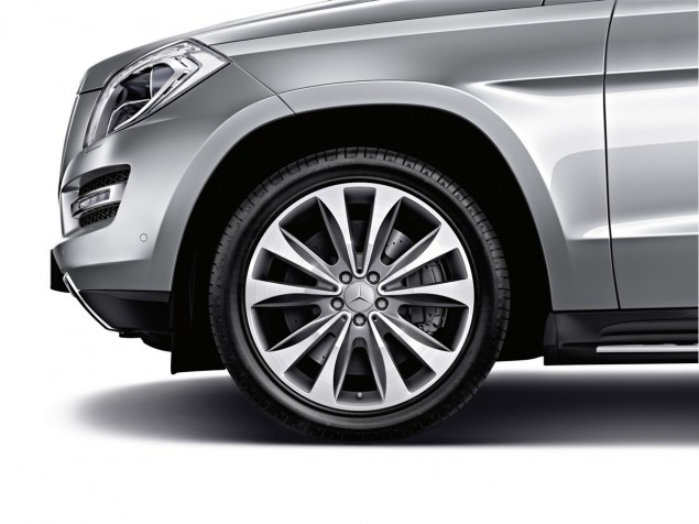 10-spoke wheel Surface: himalaya grey, high-sheen Wheel: 8.5 J x 20 ET 62 | Tyre: 275/50 R20