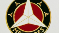Colour variant: following the merger of Daimler-Motoren-Gesellschaft with Benz & Cie., a trademark highlighting the togetherness of the two companies was created in 1926. The laurel wreath was taken from the Benz symbol, the three-pointed star from DMG