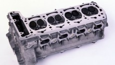 M 102 E 23/2 engine block from the Mercedes-Benz 190 E 2.3-16 (W 201) with four-valve technology.