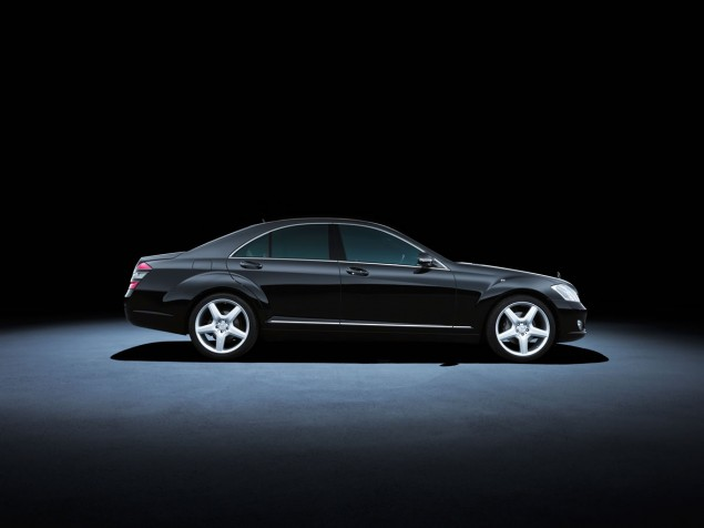Mercedes-Benz S-Class 221 series (2005 to 2013). The S 500 model in the photo dates from 2007.