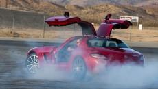 2013 SLS AMG GT exterior gullwing doors