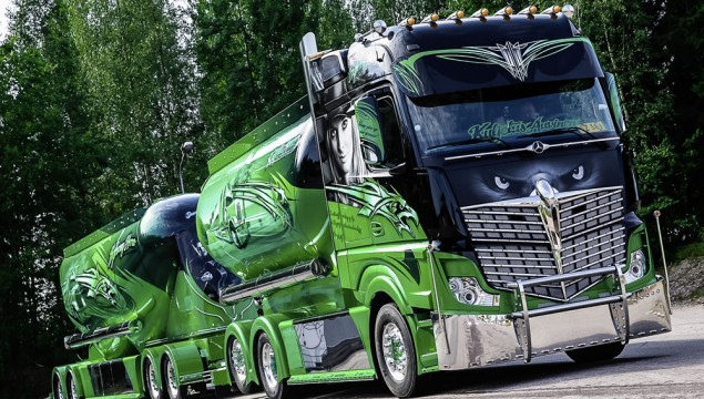 "Basis of the ""Highway Hero"" show truck is a three-axle Actros 2551 6x2"