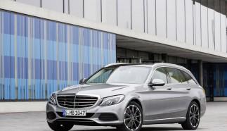 Mercedes-Benz light Alloy Wheels: 10-spoke wheel, 48.3 cm (19-inch) for the C-Class.