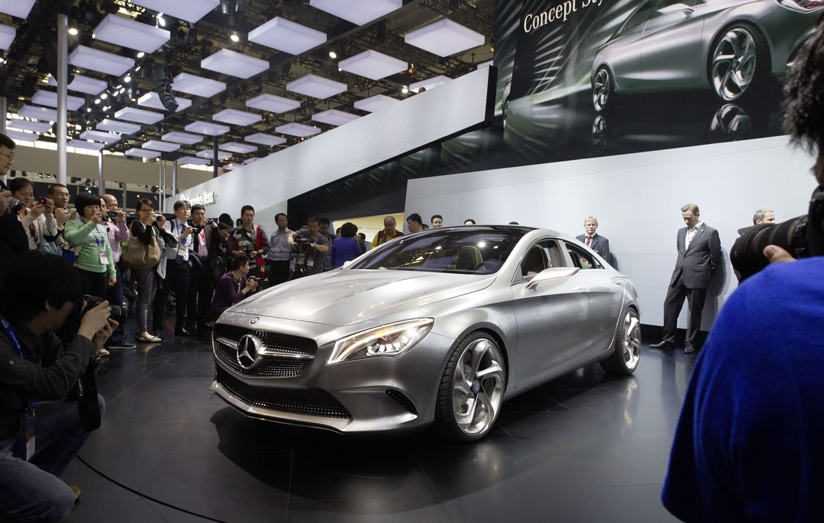 Mercedes-Concept-Style-Coupe-12C427_090