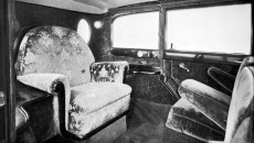 Mobile throne-chair: The interior of the popemobile had been fitted out, among other things, with parament embroidery designed by experts.