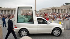 remiere in Rome, first appearance in Toronto: In 2002, Pope John Paul II received this popemobile, based on the Mercedes-Benz M-Class, in Rome. The car made its first major appearance at the World Youth Day in Toronto.