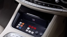 Mercedes-Benz S-Class, S 600 Guard. Controls in the centre console for the technology accommodated in the boot, such as the fresh air supply and emergency start battery