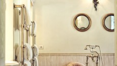 La Traviata en-suite bathroom there is a hand-carved marble bath and separate shower room.