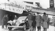 Rudolf Caracciola leans on his 500K in 1937, at the port of Bremerhaven, as he prepares to sail to the United States for the Vanderbilt Cup race