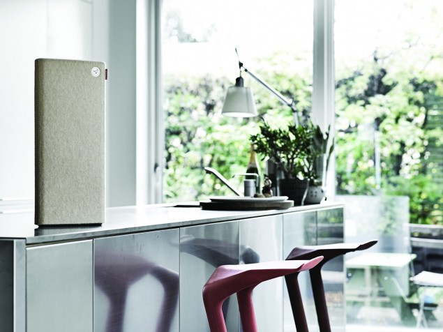 Libratone Live beige in kitchen