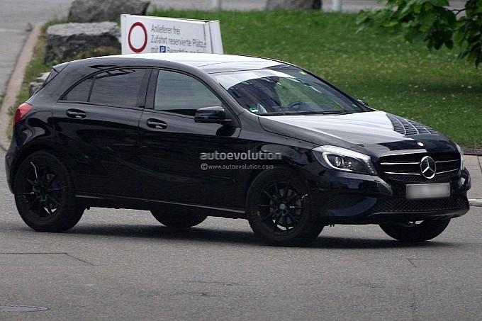 mercedes-Benz-GLA-crossover-Spy-photo2