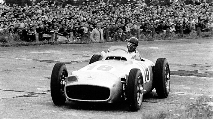 Five-times world champion Juan Manuel Fangio, who formed a man-machine unit with his W 196 R in his active years, was famous not only for his gifted driving style but also for his dry sense of humo