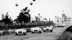 Sweep of the first four places in the Nürburgring Anniversary Grand Prix for Sports Cars, 3 August 1952. No. 21: winner Hermann Lang ahead of No. 24: Karl Kling; No. 22: Fritz Riess (and No. 23, on the left in the background: Theo Helfrich), all in Mercedes-Benz 300 SL racing sports cars (W 194, 1952)