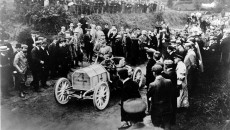 Gordon Bennett race in Ireland, July 2, 1903. Camille Jenatzy at the wheel of the 60 hp Mercedes Simplex.