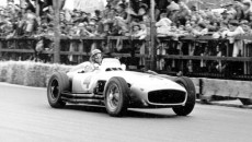 Swiss Grand Prix in Bremgarten, August 22, 1954. Juan Manuel Fangio (start number 4), who was to emerge victorious from this race, driving a Mercedes-Benz W 196 R open-wheel racer.