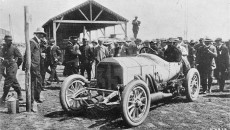 French Grand Prix near Dieppe, July 7, 1908: The victorious Mercedes 140 hp racing car with Christian Lautenschlager at the wheel, alongside his mechanic Meckle.