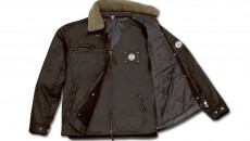 Lightly padded 2-in-1 cabriolet jacket in brown made from 100% coated cotton. 100% polyester taffeta lining. Detachable faux fur collar. Metal badge featuring vintage Mercedes‑Benz star logo on jacket and gilet. Item number B66041498-502. Price: 299.90 €