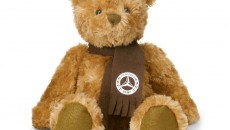 Teddy bear CLASSIC made from brown plush. With dark brown fleece scarf with vintage logo print. Washable at 30°C. Height approx. 35 cm. Item number B66955494. Price: 29.90 €