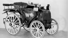 In the reliability race from Paris to Rouen on 22 July 1894, the vehicles from Panhard & Levassor with a Daimler V2 engine really proved themselves. The French manufacturer was awarded joint first prize in the competition, together with Peugeot.