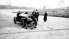 "Record runs on the Brooklands circuit in England, 22 December 1913. L.G. ""Cupid"" Hornsted driving a 200 hp Benz, a modified version of the Blitzen Benz."