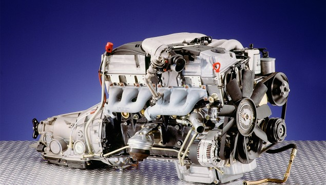 Mercedes-Benz Straight-Six Engine