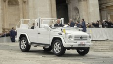 The new Popemobile: This open official car, which the Head of the Catholic Church requested for use during fine weather, was developed by Mercedes-Benz on the basis of the G 500. It is equipped with a folding windscreen and hand-rails, and like its predecessors it is painted in the Vatican mystic white finish.