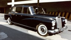 White-walled tires and dark finish: The Mercedes-Benz 300 d provided an impressive basis for the popemobile of 1960.