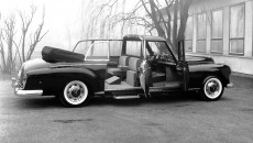 Running boards, extended wheelbase and a single seat in the rear: For use as a popemobile, the Mercedes-Benz 300 d had been extensively modified.
