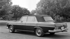 Proven design: The 1966 popemobile from Stuttgart, a Mercedes-Benz 300 SEL, also had a landaulet body.