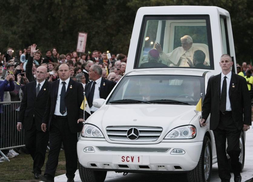 Pope Benedict XVI Popemobile  9